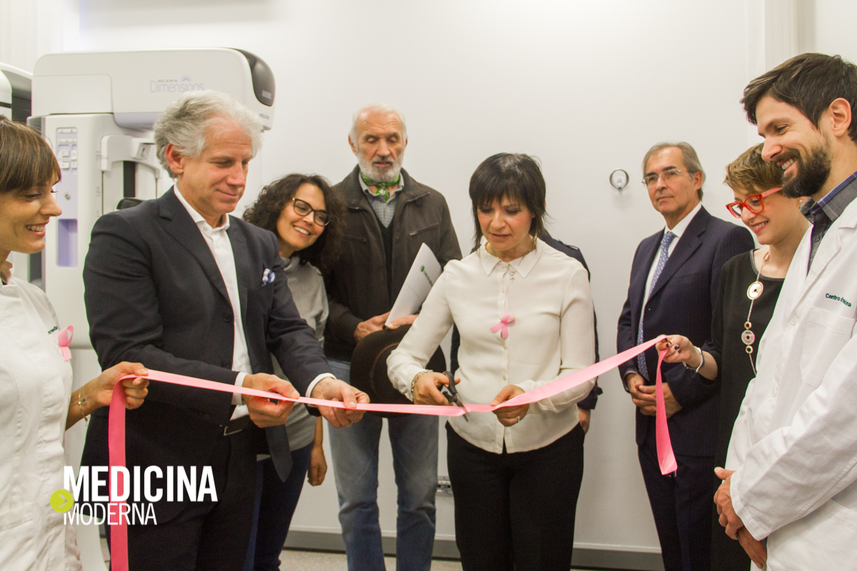 taglio del nastro da parte della Dottoressa Margherita Pianon, direttore sanitario del Centro di medicina Treviso